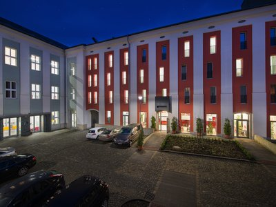 EA Business Hotel Jihlava**** - ночной вид